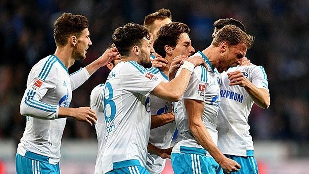 Schalke atropela fora de casa e ultrapassa o Leverkusen