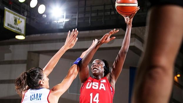 EUA tem trabalho no 1º tempo, mas vence França em amistoso de basquete feminino