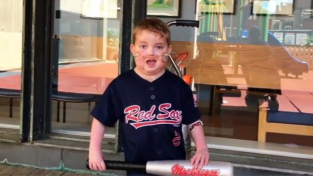 Após 189 dias internado por um transplante de coração, garotinho fã dos Red Sox sonha em ver seu time