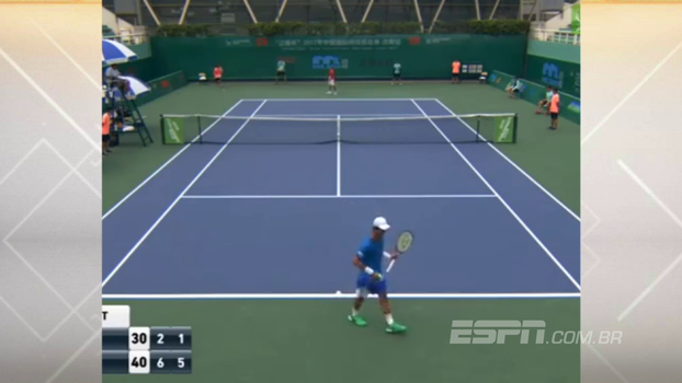 Veja Kim Cheong-Eui, o ambidestro do tênis, em ação com as duas mãos no mesmo ponto
