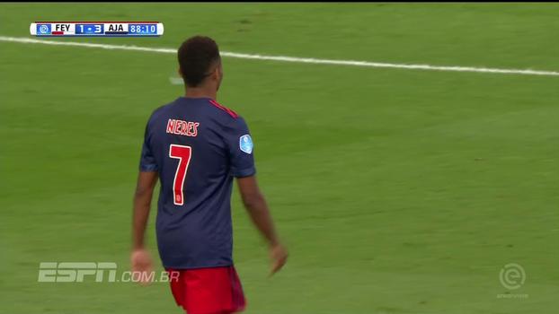 Em dia de garçom, David Neres distribui três assistências, é o nome do jogo e Ajax vence atual campeão