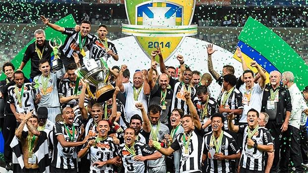 Luan (Cruzeiro) e Leonardo Silva trocam empurrões na final do Campeonato  Mineiro de 2013