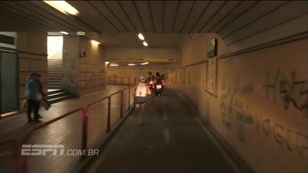 Perdidos em Veneza: 'moto guia' erra o caminho, líderes se perdem e surpresa vence a Maratona de Veneza
