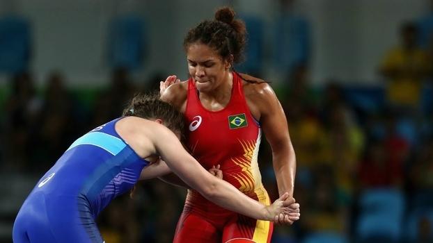 A história de Aline Silva, maior nome da luta olímpica no Brasil: 'eu bebia e entrei em coma aos 11 anos'