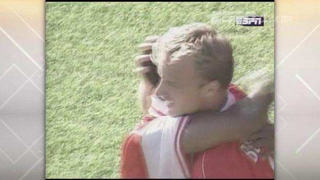 Bergkamp fez dois, e Arsenal venceu Chelsea fora de casa com 'balaço' em 1997