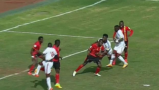 Apagão! Nas eliminatórias africanas, jogadores batem cabeça e ficam no chão