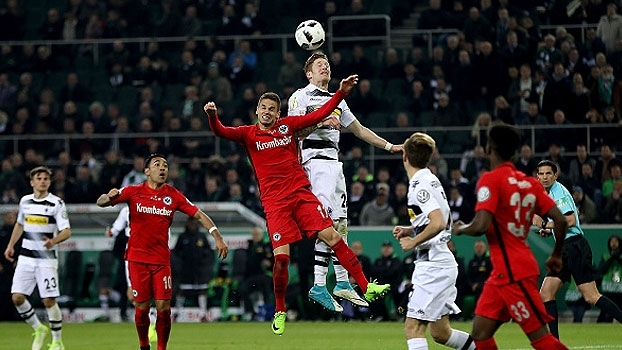 Assista aos gols da vitória do Frankfurt sobre o M'Gladbach nos pênaltis por 8 a 7!