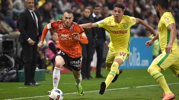 Nantes bate Lorient, sobe duas posições e é 8º na França