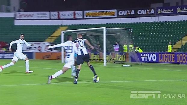 Arbitragem deixou de marcar pênalti para o Figueirense diante do Santos; Sálvio analisa