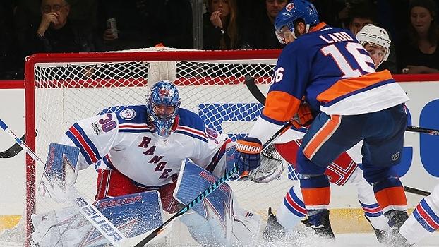 Após surra em Toronto, Islanders se recuperam e vencem rivais Rangers