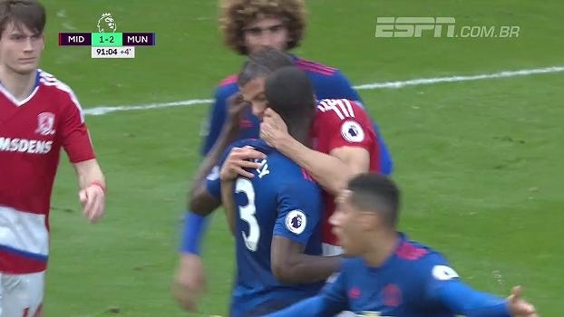 Tempo fechado! Gestede e Bailly se estranham, e o jogador do Middlesbrough dá mordida no zagueiro