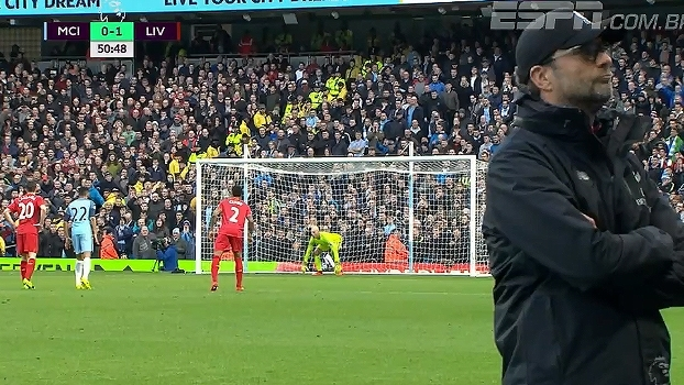Dá sorte? Klopp vira de costas e não vê cobrança de pênalti do Liverpool