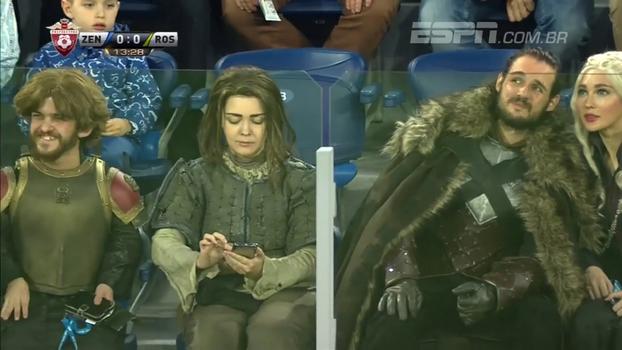 Game of Thrones na Rússia; torcedores se fantasiam de personagens da série para assistir à partida do Zenit