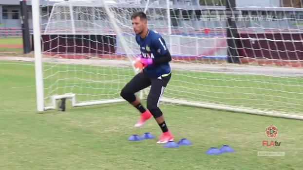 Flamengo divulga vídeo com Diego Alves já treinando com a camisa do clube