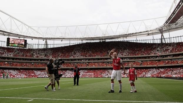 Há exatos 10 anos, o holandês Dennis Bergkamp se despedia oficialmente dos campos de futebol
