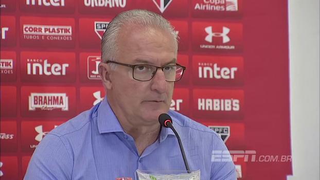 Dorival diz que usou Cueva da melhor maneira possível contra o Botafogo e afirma: 'Ninguém passou a mão na cabeça'