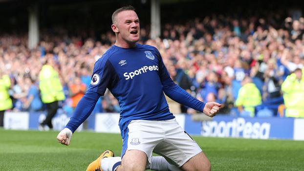 Em sua reestreia pelo Everton na Premier League, Wayne Rooney anota o gol da vitória