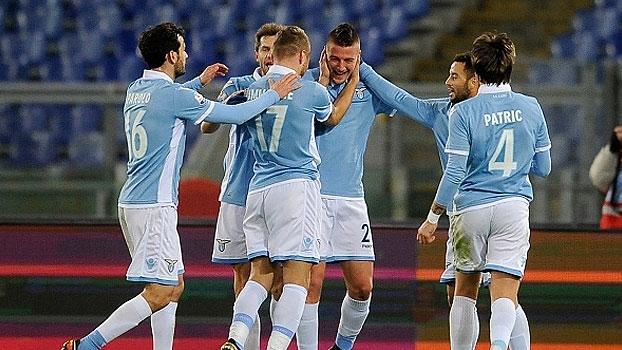 Felipe Ânderson perde pênalti, Lazio toma susto com golaço, avança na Copa da Itália