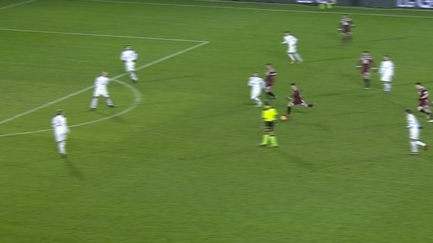 Tempo real: Iturbe chuta de longe e bola passa à direita do gol