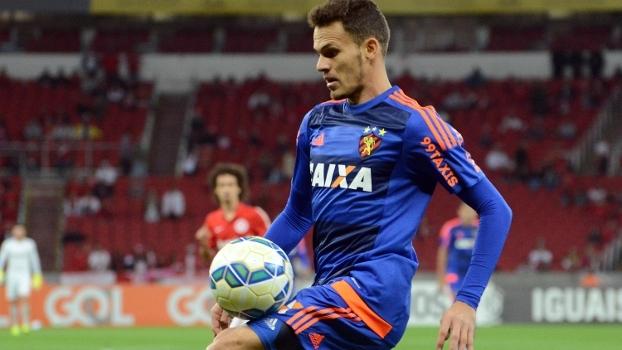 Veja lances do lateral-esquerdo Renê, reforço do Flamengo