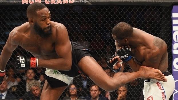 Jon Jones vence St. Preux e é campeão interino do UFC; veja!