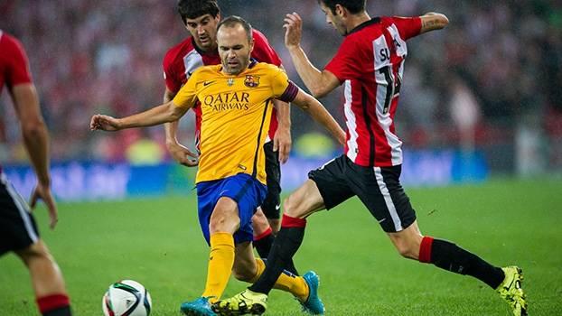 Ciente da dificuldade, Iniesta ainda tem esperança de conquistar a Supercopa da Espanha: 'Temos que acreditar que podemos virar'