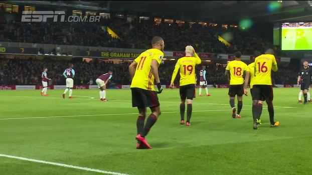 Pelos pés e pelas mãos de brasileiros, o Watford começa a fazer barulho na Premier League