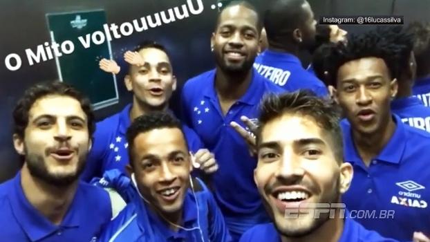 Em elevador, jogadores do Cruzeiro pulam e cantam em homenagem a Dedé