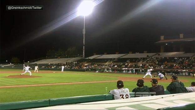 Agora no beisebol, Tim Tebow anota a rebatida da vitória para o seu time