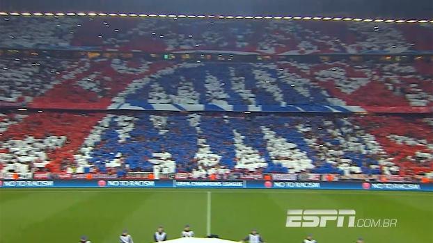 Tempo real  Mosaico da torcida do Bayern dá volta em toda Allianz Arena 694dc29cf363f