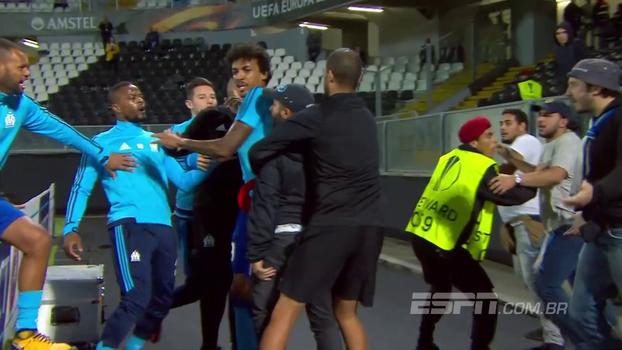 Veja imagens da confusão entre Evra e torcedores antes de Vitória x Olympique