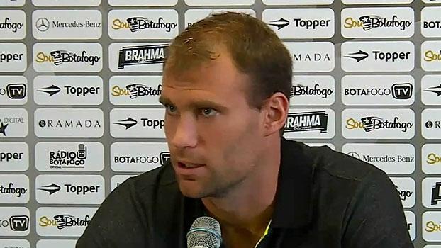 Carli, do Botafogo, fala sobre retorno e espera jogo difícil contra o Bragantino