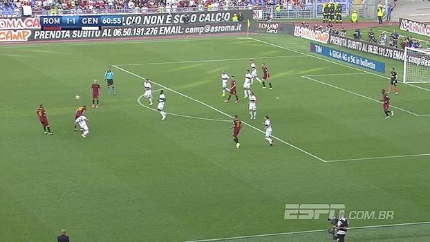 É muita classe! Totti dá passe de costas no seu jogo de despedida