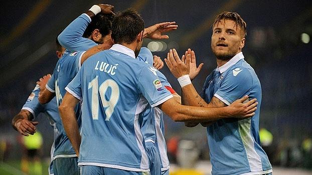Felipe Anderson faz golaço, Immobile marca dois, e Lazio goleia o Cagliari