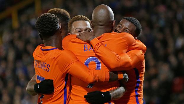 Com gol de Depay, Holanda vence Escócia em amistoso fora de casa