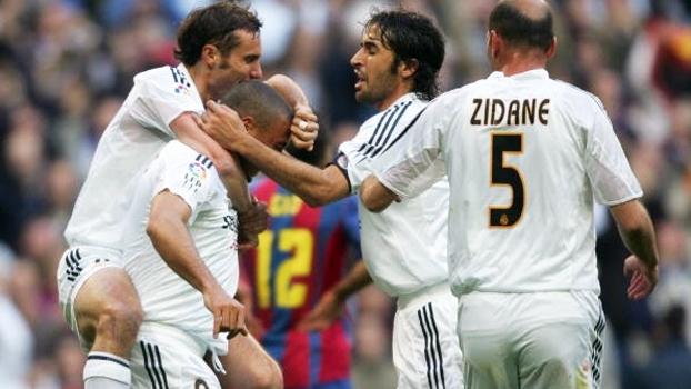 Real x Barcelona de 2005 teve pintura de Ronaldinho, gols de Zidane e Ronaldo e vitória merengue