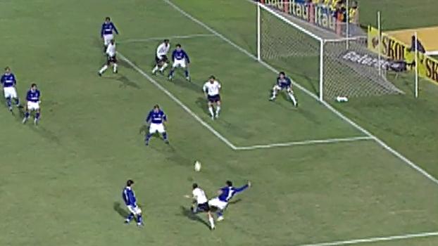Com pintura de Roger, Corinthians venceu Cruzeiro em jogaço de 7 gols de 2005; reveja
