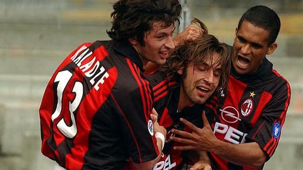 Inzaghi e Pirlo brilharam, e Milan venceu Hellas Verona de virada em 2002; relembre