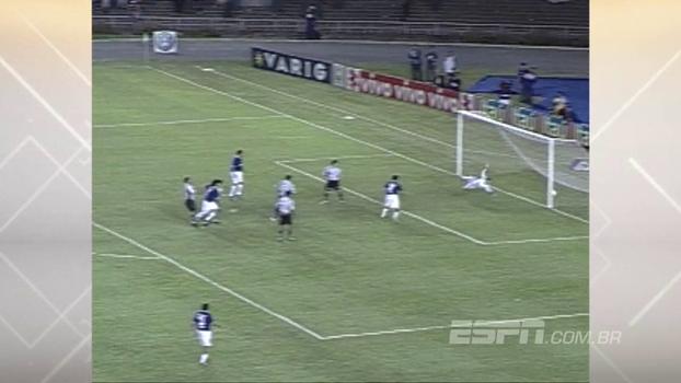 Atlético-MG saiu na frente com gol de falta, mas Cruzeiro virou no clássico com golaço de Fred em 2005