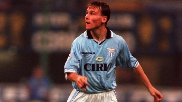 Com gol antológico de Nedved, Lazio detonou a Roma no dérbi de 1997; reveja
