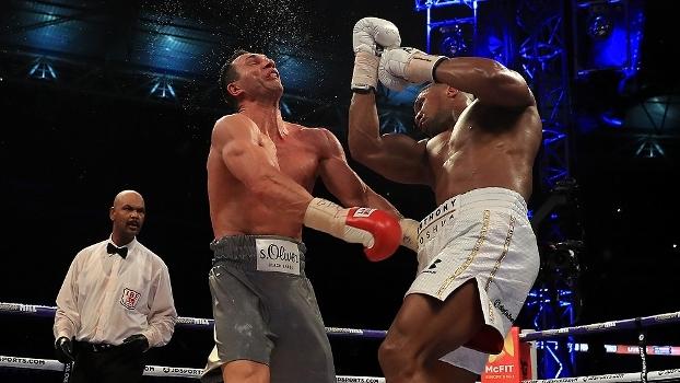 Em Wembley, Anthony Joshua atropelou o temido Wladimir Klitschko para seguir invicto; assista