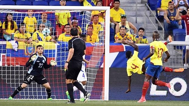 Na vitória do Equador em amistoso contra El Salvador, Cifuentes fez um golaço de voleio; assista