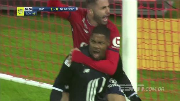 Goleiro pega pênalti no final, Lille vence Toulouse com dupla de Thiagos titular e respira na França