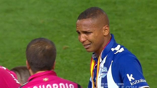 Fim do sonho! Depois de perder Copa do Rei para o Barcelona, brasileiro Deyverson desaba no choro