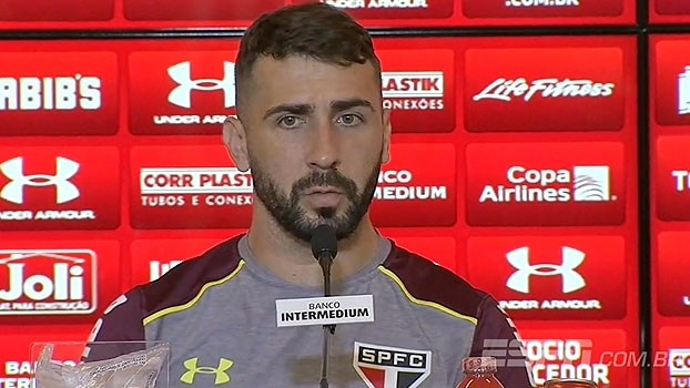 Pratto fala sobre situação de Ceni: 'Demitido eu não sei, mas pressionado, ele está'