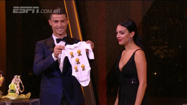 Cristiano Ronaldo ganha a Bola de Ouro pela 5ª vez na carreira; veja a cerimônia