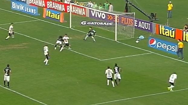 Romarinho fez gol de letra nos minutos finais, e Corinthians venceu Coritiba em 2012