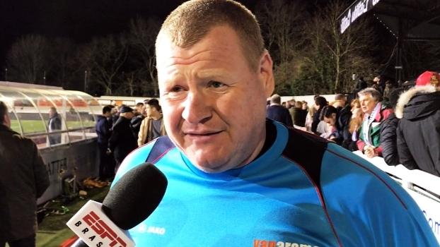 Goleiro de 120 kg do Sutton exalta campanha do clube na Copa da Inglaterra: 'Isso é futebol'