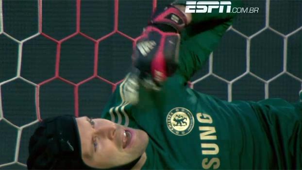 Tempo real: Cech cai sobre Raúl Garcia, sente lesão e é substituído por Schwarzer