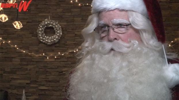 Anel, camiseta, 'O Mentiroso', calmante e mais: veja os presentes que o Papai Noel preparou para as feras do esporte